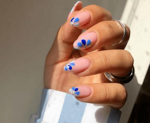 Blue flower nail design